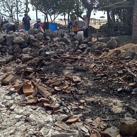 Kebakaran di Desa Tanjungan